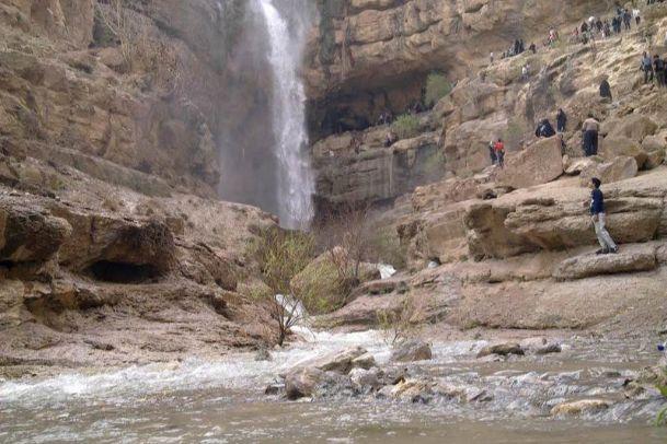 تصاویر آبشار فصلی دره گاهان