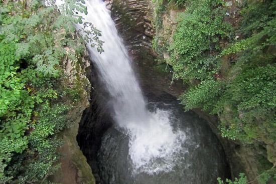 عکس آبشار لاتون