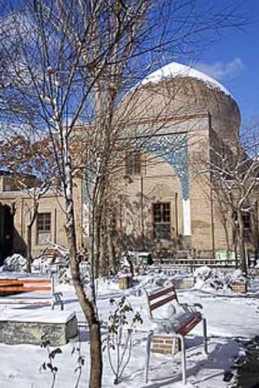 بندر شرفخانه(دریاچه ارومیه) باغ