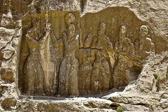 نقش برجسته تاج گذاری اردشیر فارس