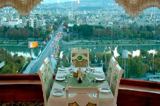 رستوران گردان هتل آسمان غذا